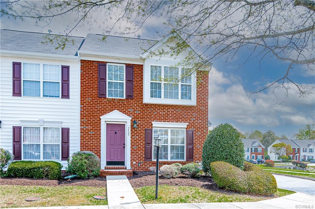 WOWZA!!! This amazing end unit townhome in Magnolia Pointe is just ready for someone to call it home
