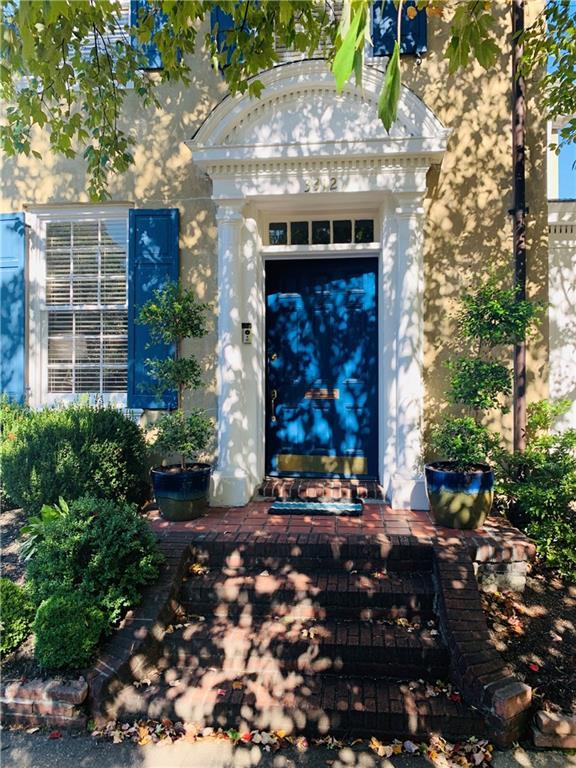 Welcome home to 3312 Kensington Avenue in the heart of the historic Museum District. Location, locat