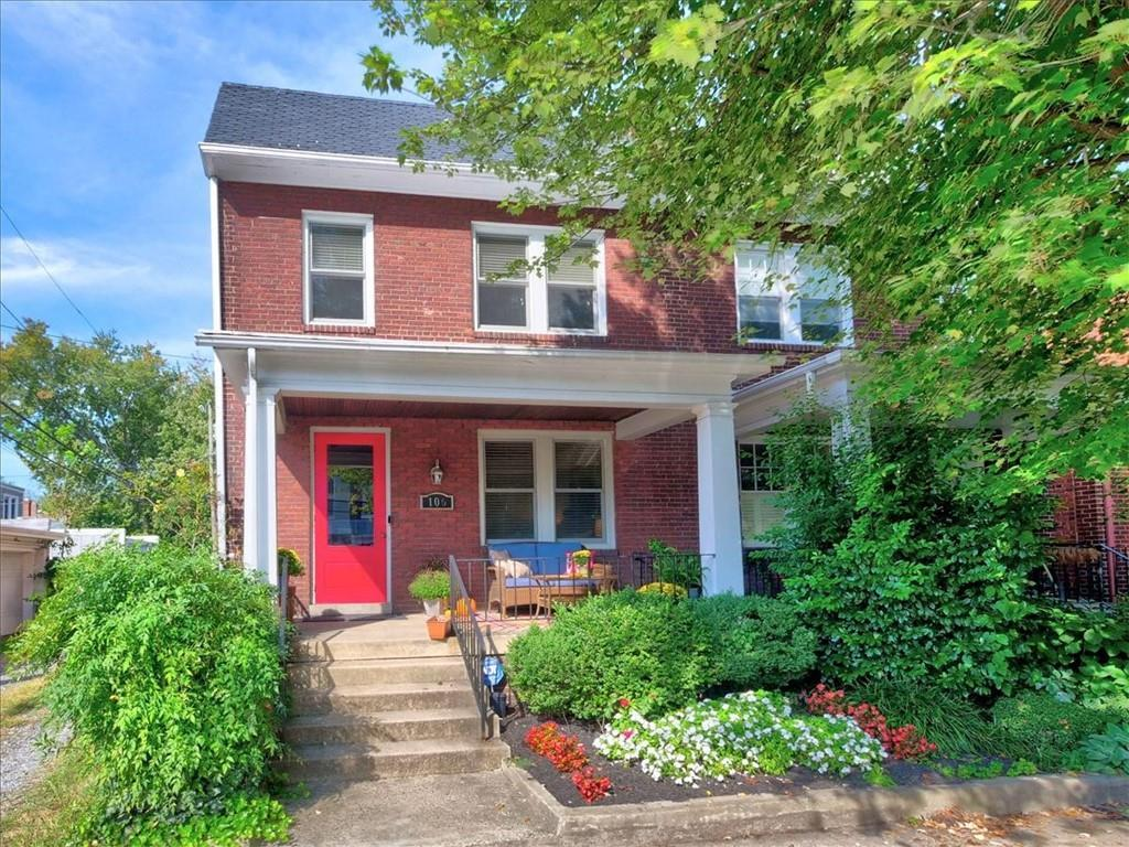 Urban living at it's best!  Terrific three bedroom rowhouse located on quiet side street in desirabl