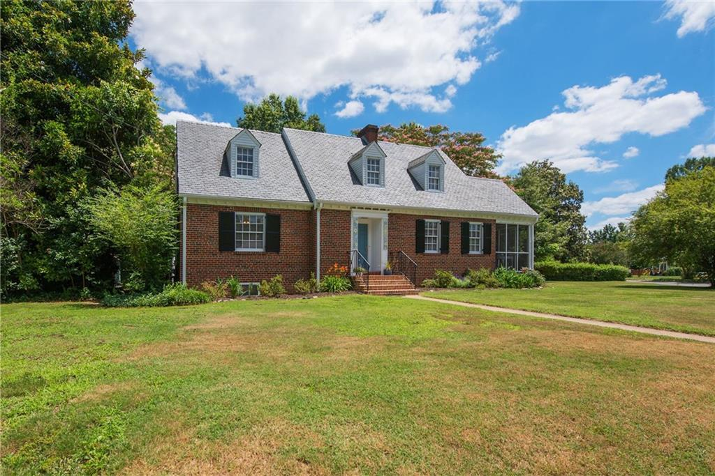 Welcome to this stunning custom home located in Richmond's desirable Reedy Creek area of the Forest