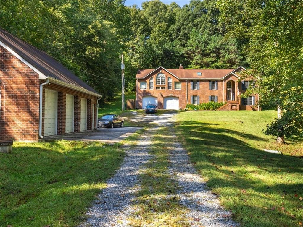 Lovely country property in eastern Goochland with lots of living space, maximum privacy on 3.48 acre