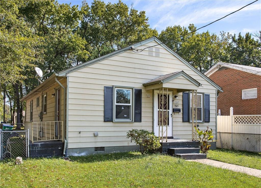 Cute little cottage in Providence Park! Just a little TLC to make it yours. Large eat in kitchen, hardwoods floors throughout. Conveniently located minutes from Brookland Park where you'll find lots of shops and restaurants and minutes from Richmond International Raceway! Schedule a showing today!