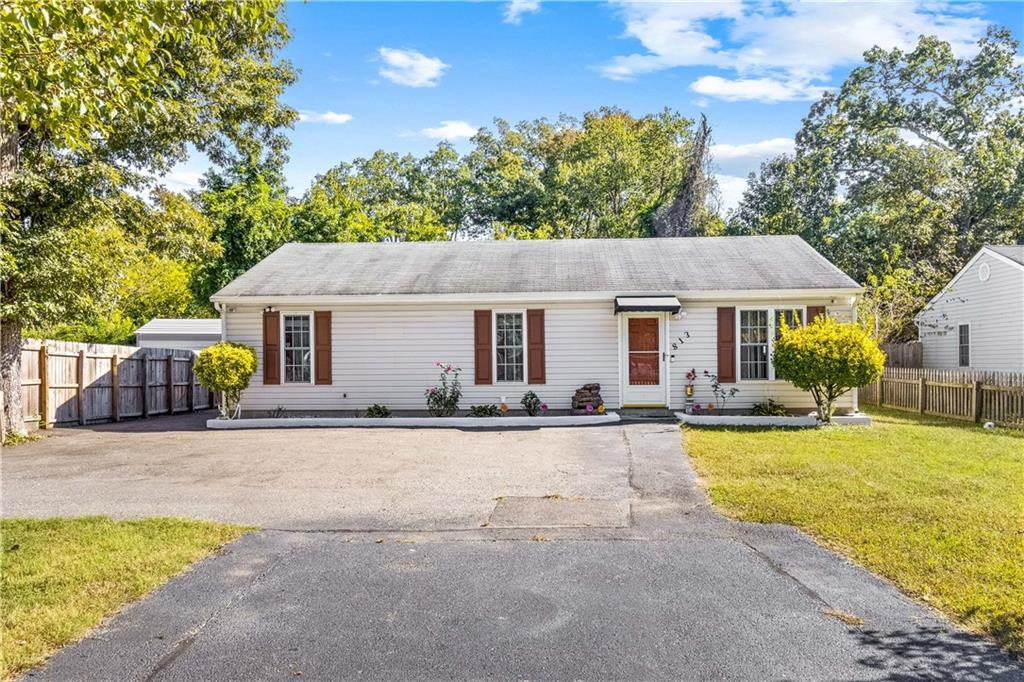 Welcome to your new home! Ranch style home in the Jahnke Rd area. This well maintained 3 bed 2 full