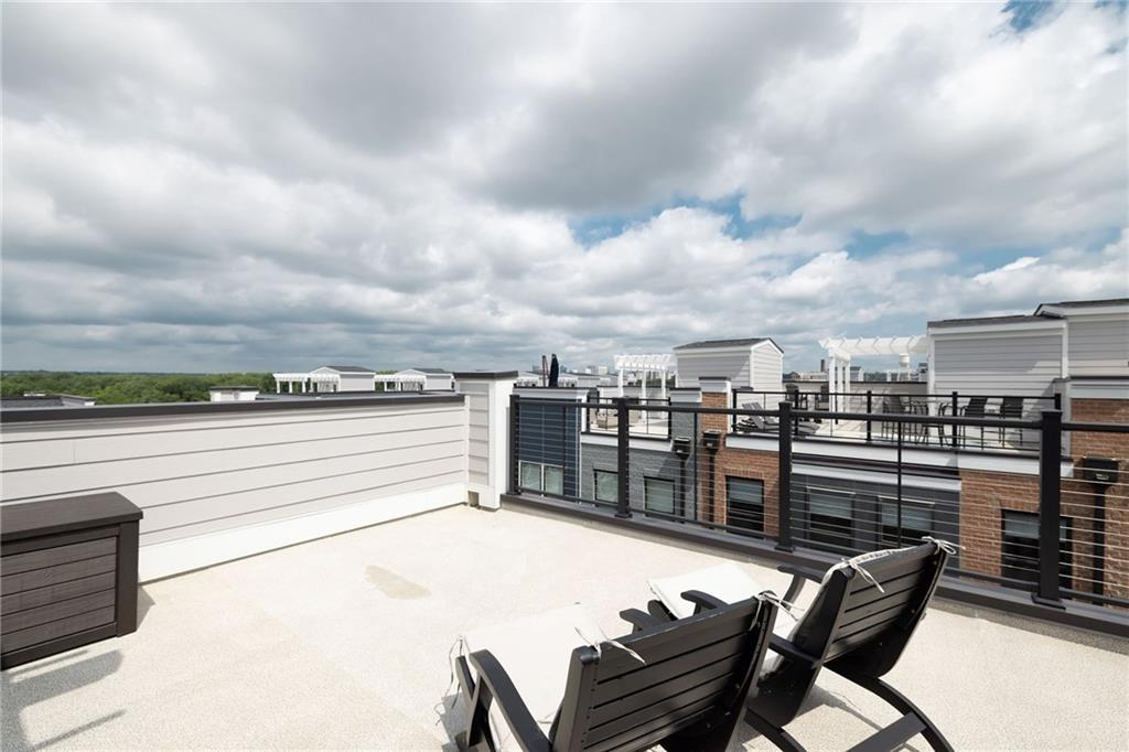 """Ready to """"Live Rocketts Landing""""? Enjoy awe inspiring ROOFTOP RIVER & CITY VIEWS! Life on the Capito"""