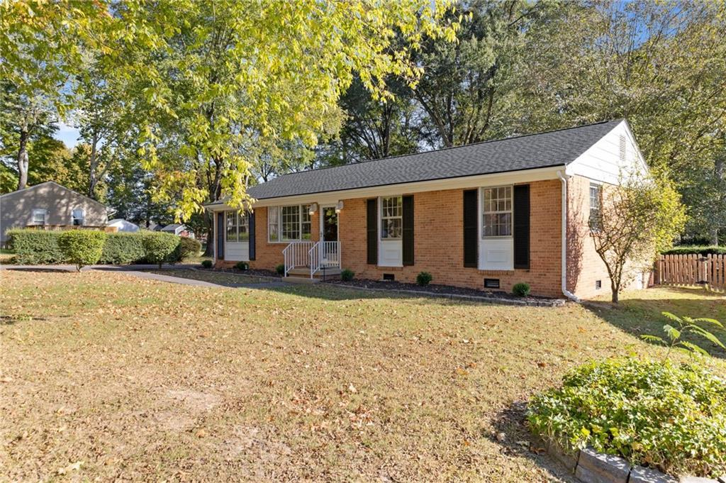 ONE LEVEL, BRICK RANCH in Northern Henrico, conveniently located minutes to shopping, highways, ente