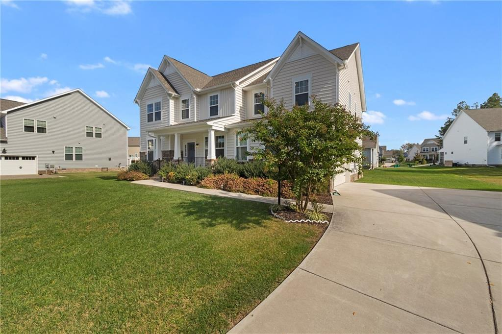 MEADOWVILLE LANDINGS Best of the Best! Amazing home w/tons of curb appeal on a cul-de-sac w/stunning