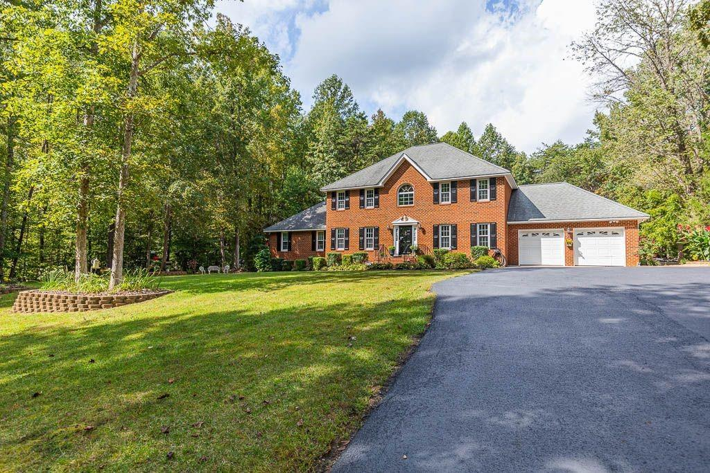 Bring your horses, chickens, vehicles, motorcycles this property offers country living at it's best!