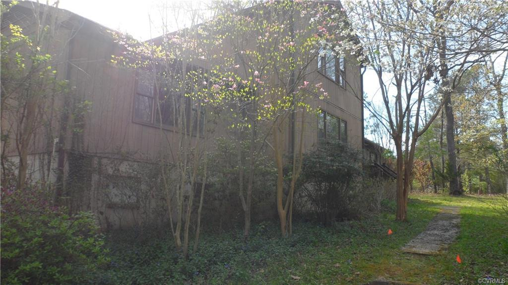 ***THOUSANDS UNDER ASSESSED VALUE***Nearly an ACRE and 3,600+ sq ft of Living Space above ground PLU