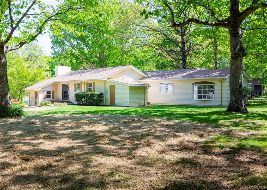 MOVE-IN READY Beautiful Ranch Home - Located in Eastern Powhatan, Perfectly maintained, this home fe