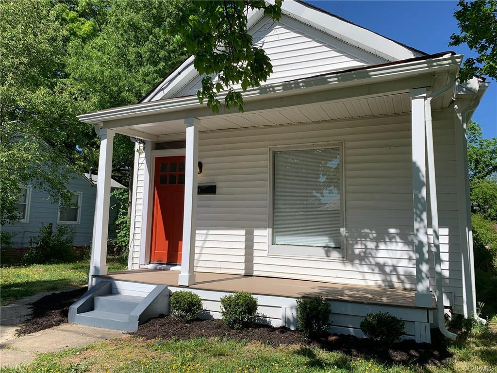 RENOVATED 3 bedroom / 2 full bath home that is move-in ready.  One level living at its finest.  Reno