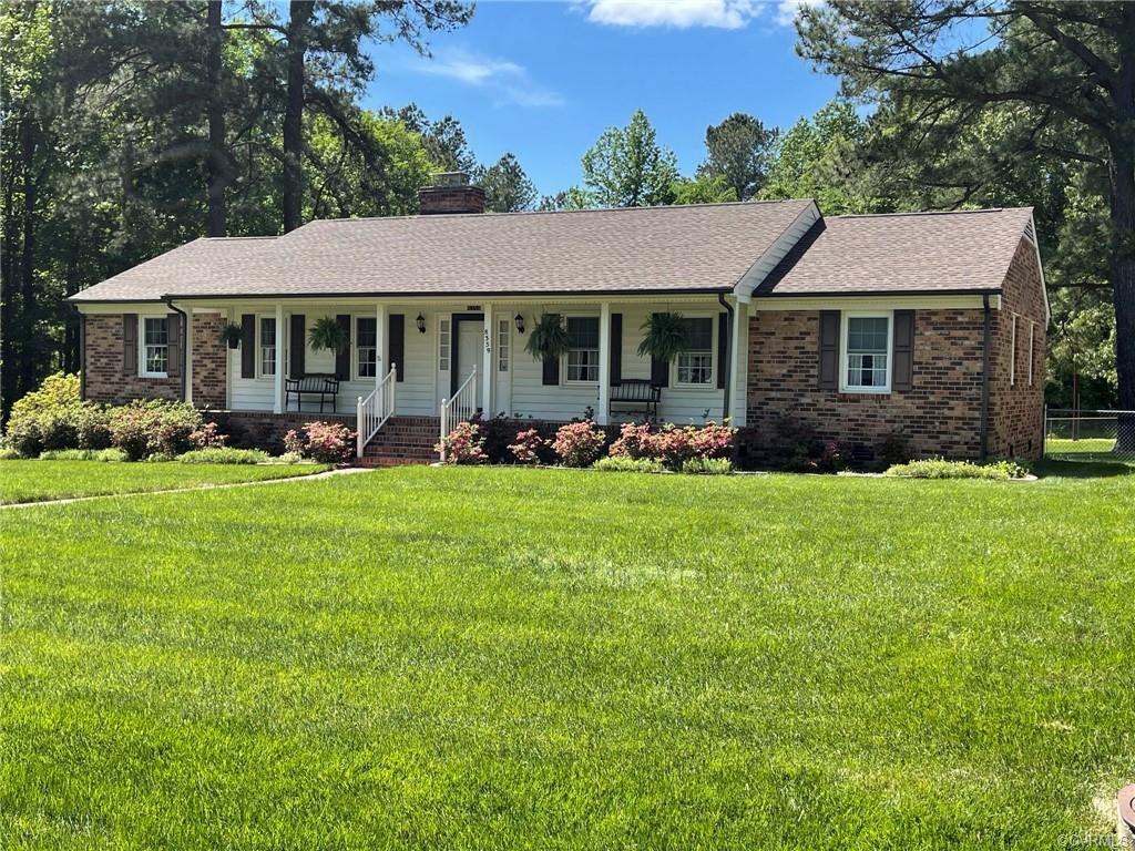 This low maintenance ranch located in established neighborhood in Atlee High School district. Well m