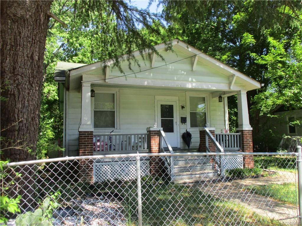 Cute Bungalow  !!  Front Porch--Deck in the back--huge back yard---Detached Garage/Shed in the back-