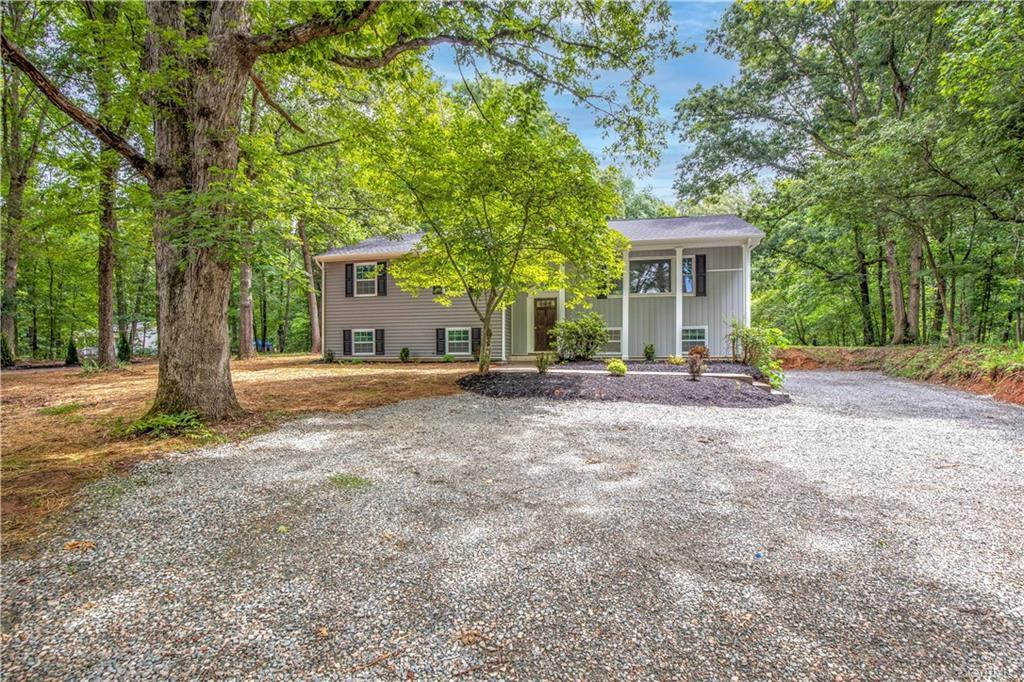 Welcome to 4352 Three Bridge Road! This stunning 5 bedroom 3 bathroom home is located just minutes o