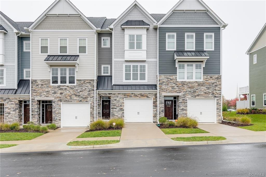 This terrific townhouse is conveniently located in the Twin Hickory/Deep Run school districts and ha