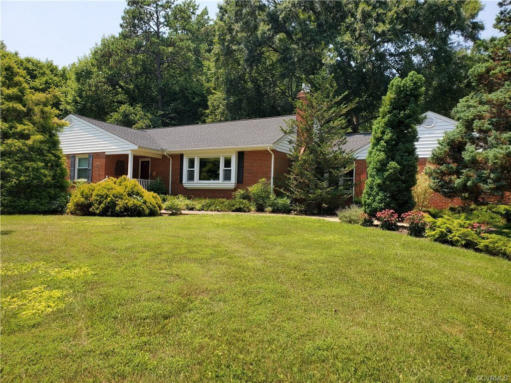"""COUNTRY STYLE LIVING IN THE STRATFORD HILLS AREA!! A """"Gardener's Paradise"""" located on 1.88 acres in"""