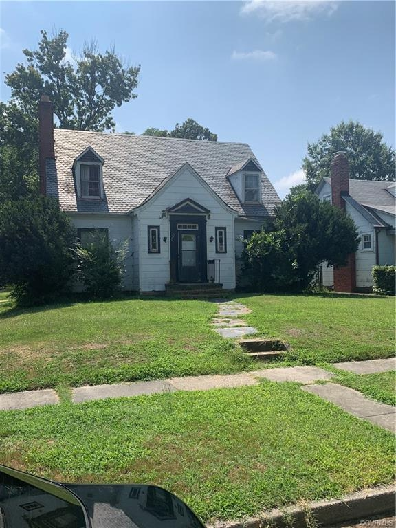 2 bedroom 1 1/2 bath home located in Richmond's north side area.   Corner lot.    Tenant occupied an