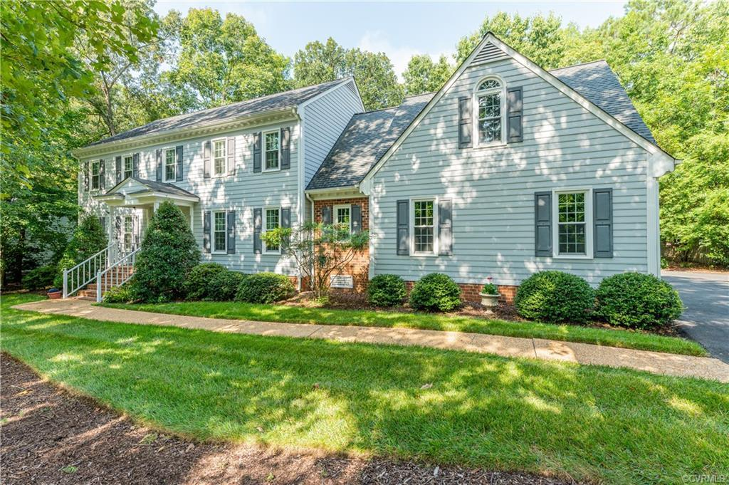 Pristine quintessential 5 bedroom Colonial on a quiet cul-de-sac in Roxshire!!  Pride of ownership i