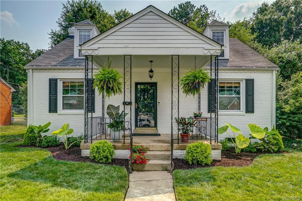 Welcome to this adorable home in highly desired Stonewall Court area. The kitchen was just completel