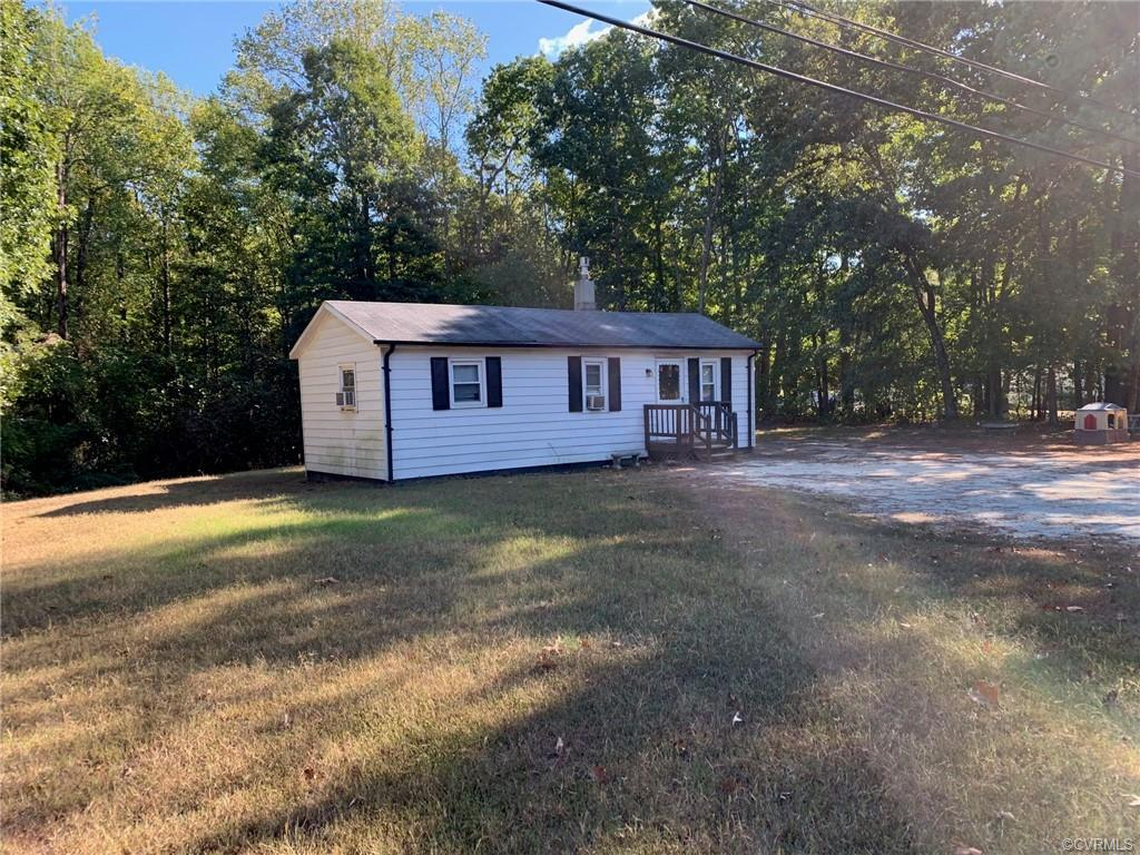 Investor's special in sought after Montpelier only 1.5 miles from town (Food Lion, Dollar General, r
