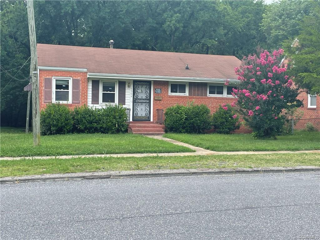 Yes ! Great brick rancher in Southside Gardens. Ample sized living room with wood floor. Big kitchen