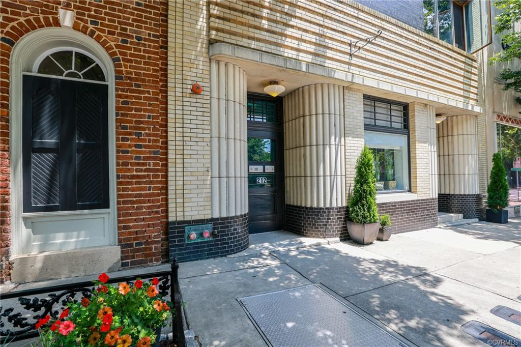 Great Downtown Two Bedroom Condominium located near VCU, The Medical College of Virginia MCV and the