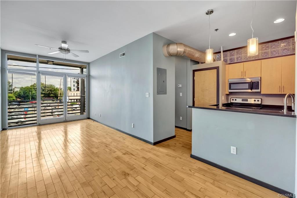 Enjoy urban living in the Arts District. 1 bedroom 1 bathroom light filled unit with private balcony