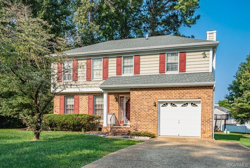 Lovely 2-Story Home with 4 bedrooms, 2.5 baths & 1,745 SF on a large corner lot in Maplewood Farms!