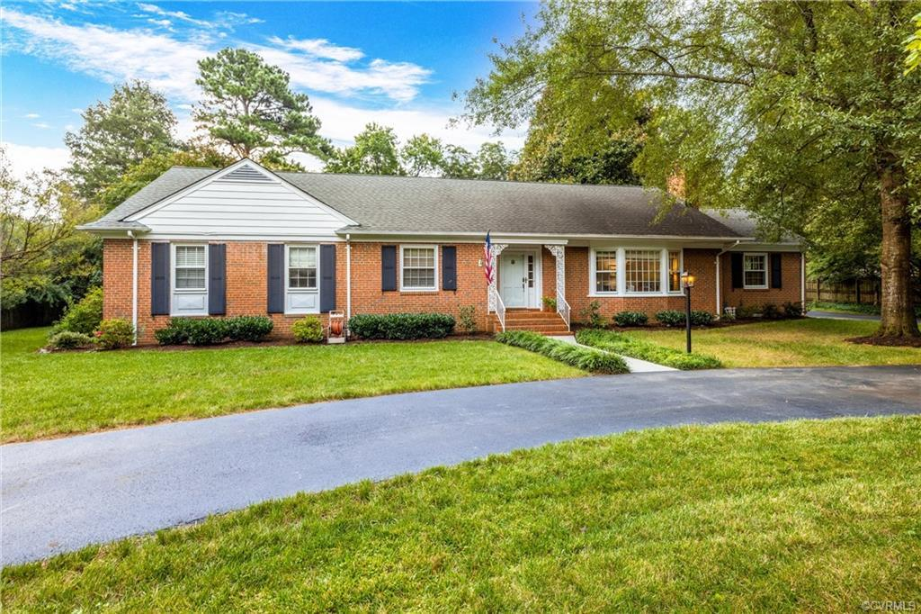 Hard to find one level home with no basement in popular Sleepy Hollow within walking distance to Col