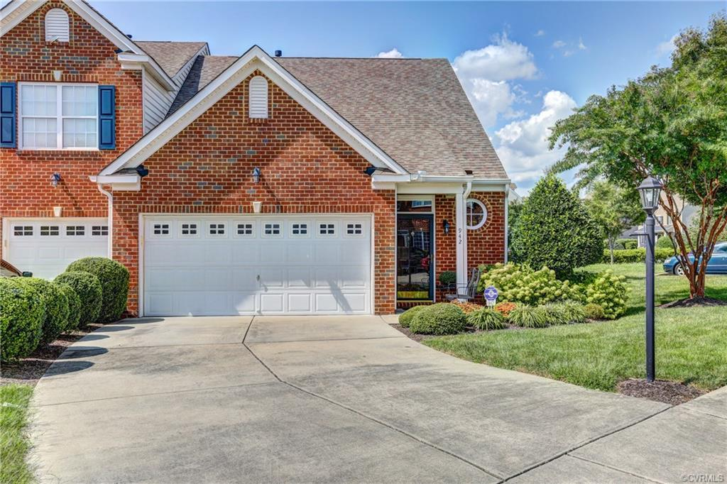 SPECTACULAR, END UNIT Townhome in desirable Twin Hickory situated on a private cul-de-sac lot w/ a l