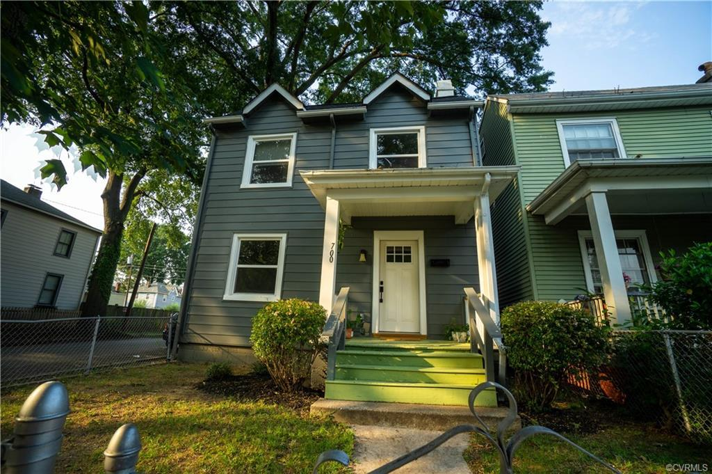 Be sure to take the Virtual Tour of this absolutely adorable home on corner lot with 2 bedrooms, 1.5
