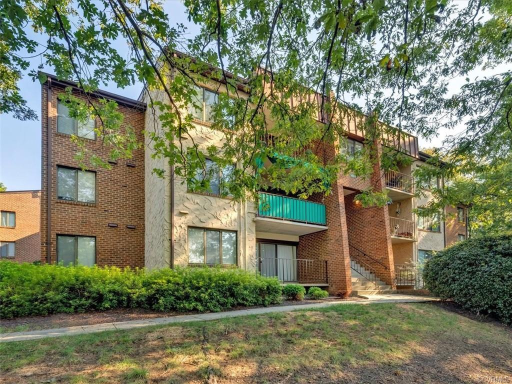 Move right in and take advantage of this condo's ultra-convenient West End location. Hardwood floors