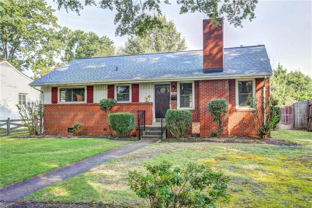Fall in LOVE with this Adorable 3 Bedroom Ranch! Minutes from the Diamond, Scotts Addition, Lakeside