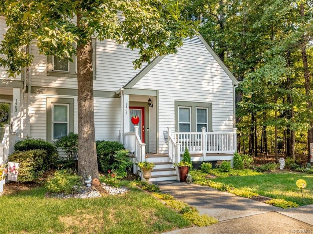 This perfectly maintained and updated townhome in Midlothian's Sugar Creek Subdivision is exactly wh