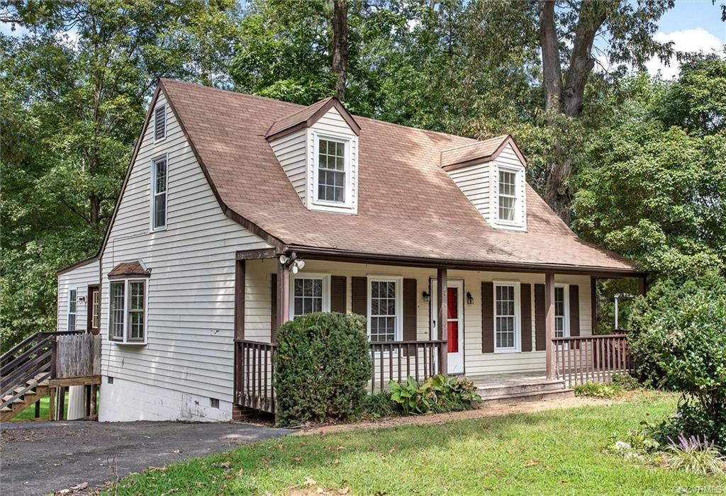 ENDLESS OPPORTUNITIES TO MAKE THIS 2-STORY 4 BDRMs 2 BATH HOME YOUR OWN! The first level boasts a fo