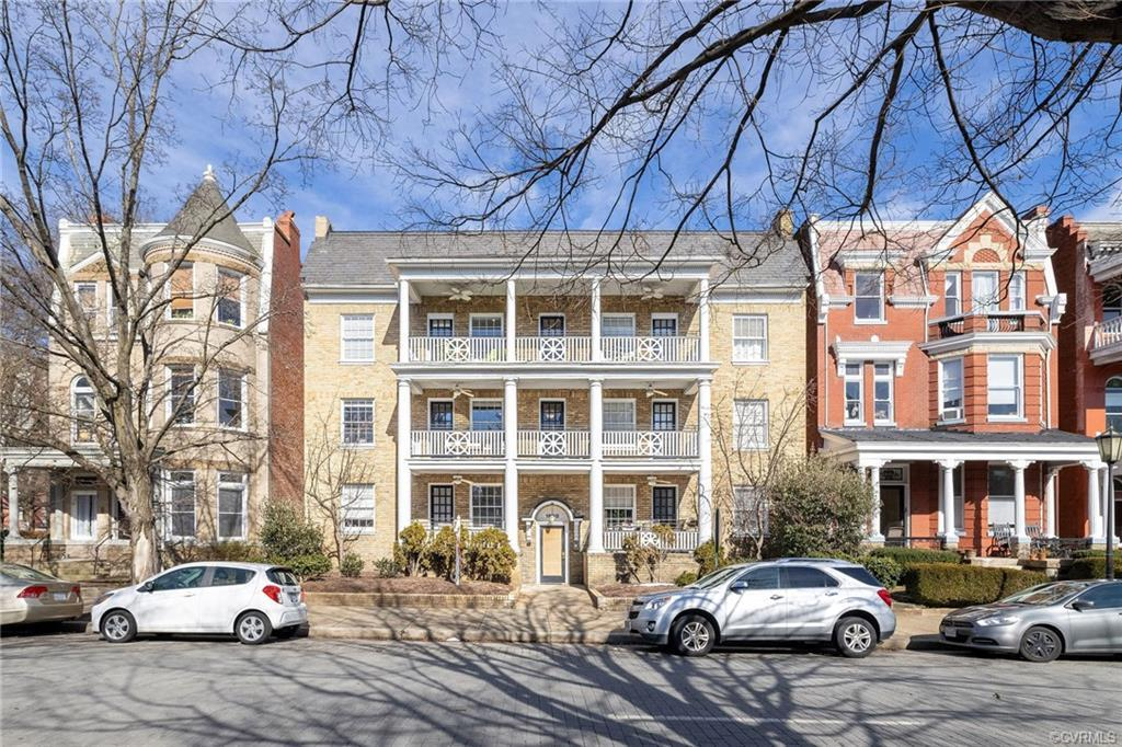 Looking for the ideal location in The Fan? This 2 bedroom, 2 full bath condo located between Allen a