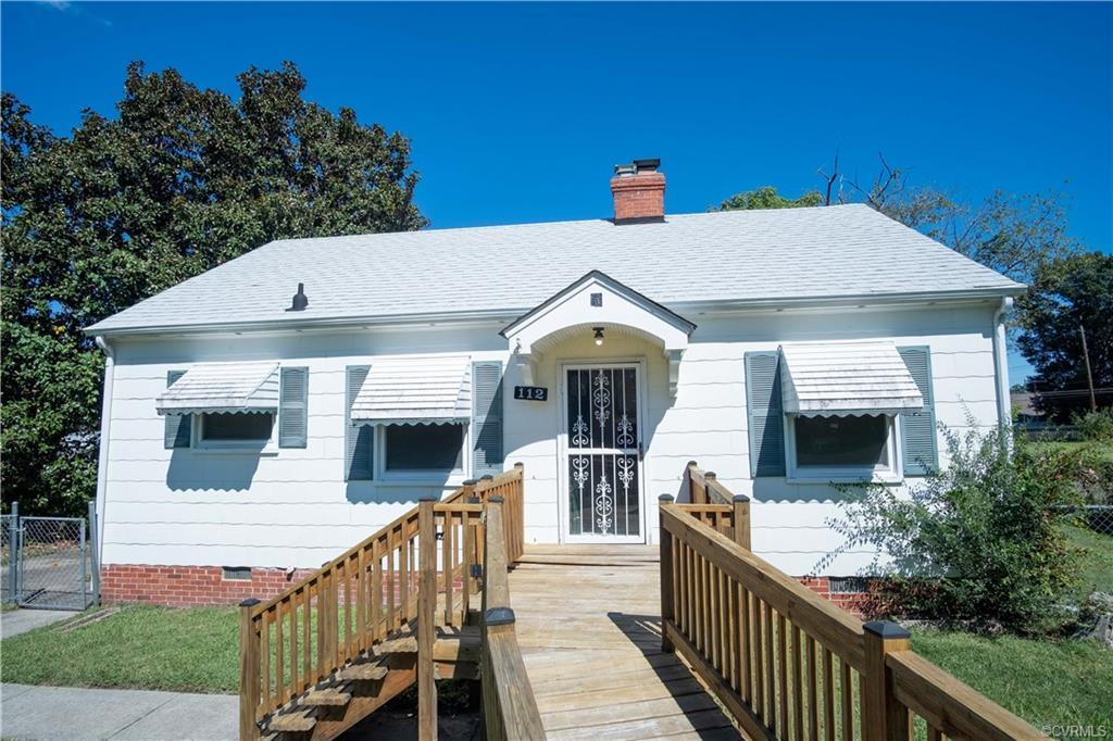 Great for Investors and/or First time homebuyers! This adorable Ranch style home features 3 bedrooms