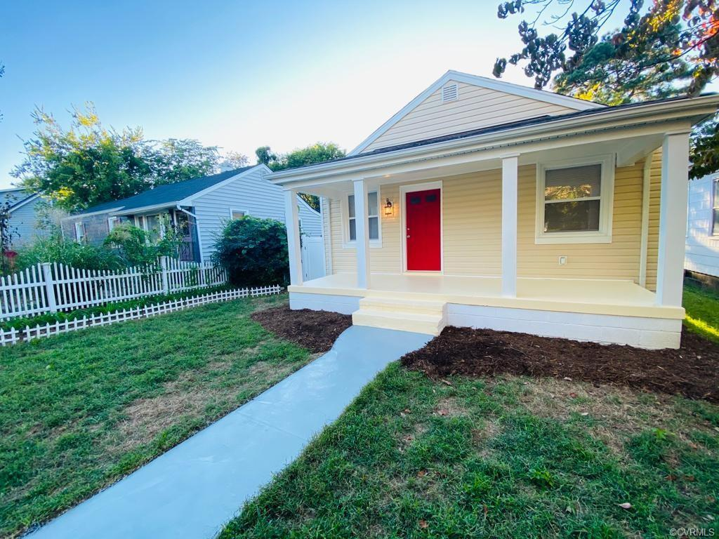 COMPLETELY RENOVATED HOUSE IN FULTON! This 2-bed, 1 bath house in Fulton has it all:  Brand New porc