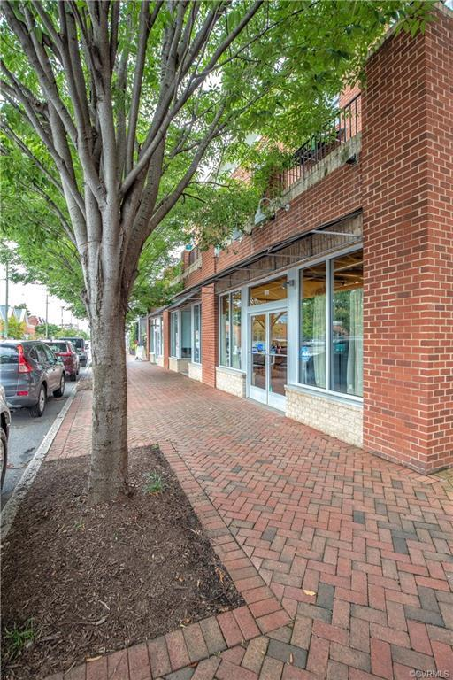 FABULOUS CONDO OVERLOOKING CARY STREET!  WITHIN MINUTES OF EVERYTHING FAN!!!  A serene covered porch