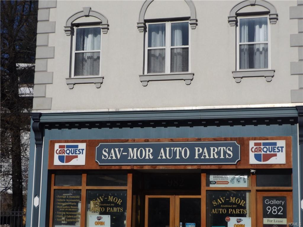 Large 2000 square foot 2nd floor Artist live/work loft. Located in Peekskill's Historic Artist District. Open floor plan with hardwood floors, high ceiling with plenty of spot lights. Large kitchen with access to the roof patio for summer grilling.  Defined bedroom with glass doors. Central air forced air heat. In the heart of Peekskill's vibrant Downtown close to restaurants, coffee houses, Tea Room and Paramount Theater. Easy NYC commute and short distance to the Hudson River. Heat is paid by the owner.  Artist District certification issued by the  City of Peekskill is required to reside in this unit.