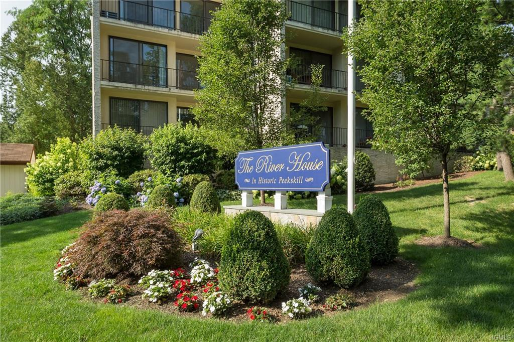 One bedroom renovated unit in The Riverhouse.  New floors, updated kitchen, freshly painted.  New re