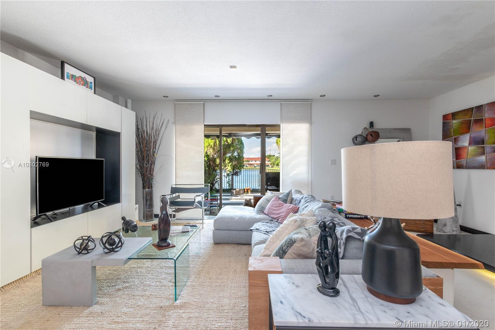 Nestled in the heart of Doral, don't miss the opportunity to own this awesome 2 suite bed, 2.5 bath