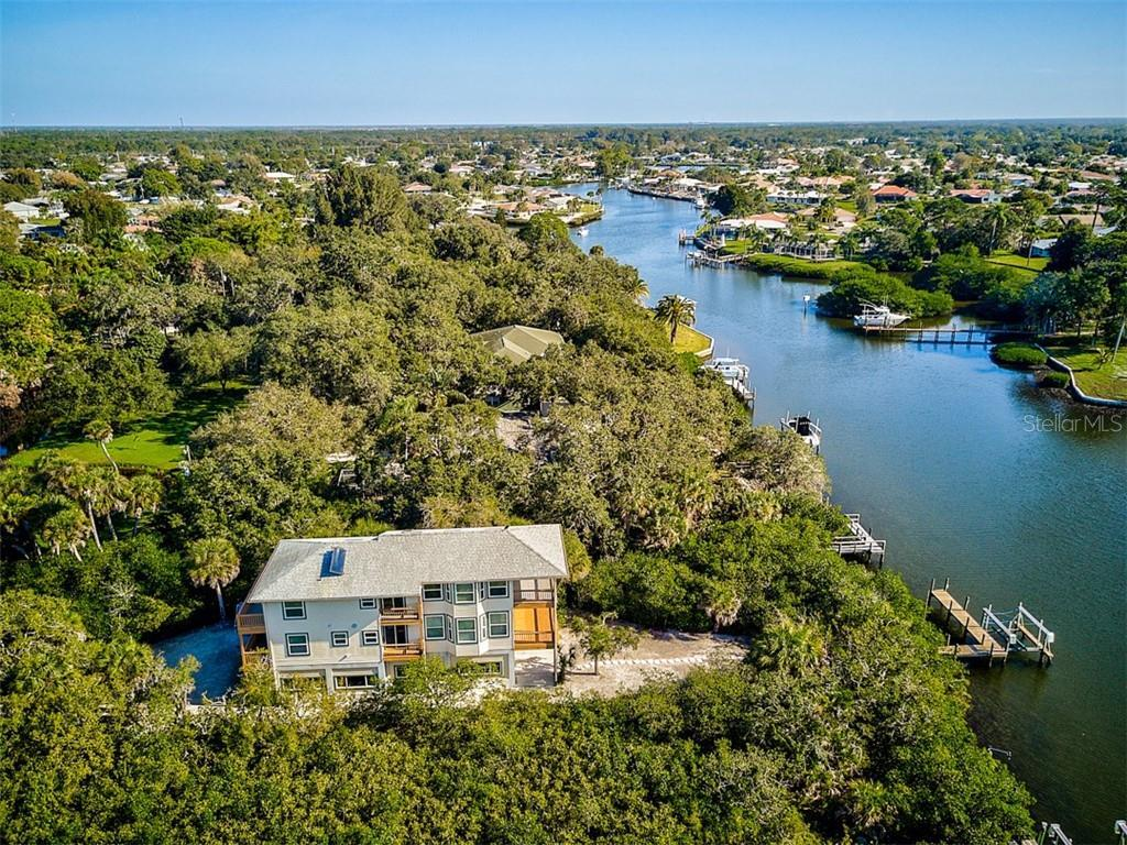 THE BEST OF ALL WORLDS! Sailboat Waterfront, Super Private, Close to Town and 2 MILES FROM MANASOTA